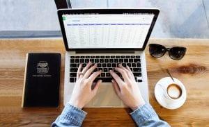 freelancer-laptop-working-cazarin-interactive-image
